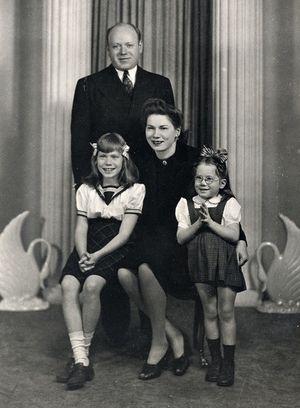 Karollfamily-1940s