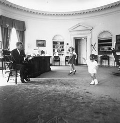 Jfk_kids_ovaloffice